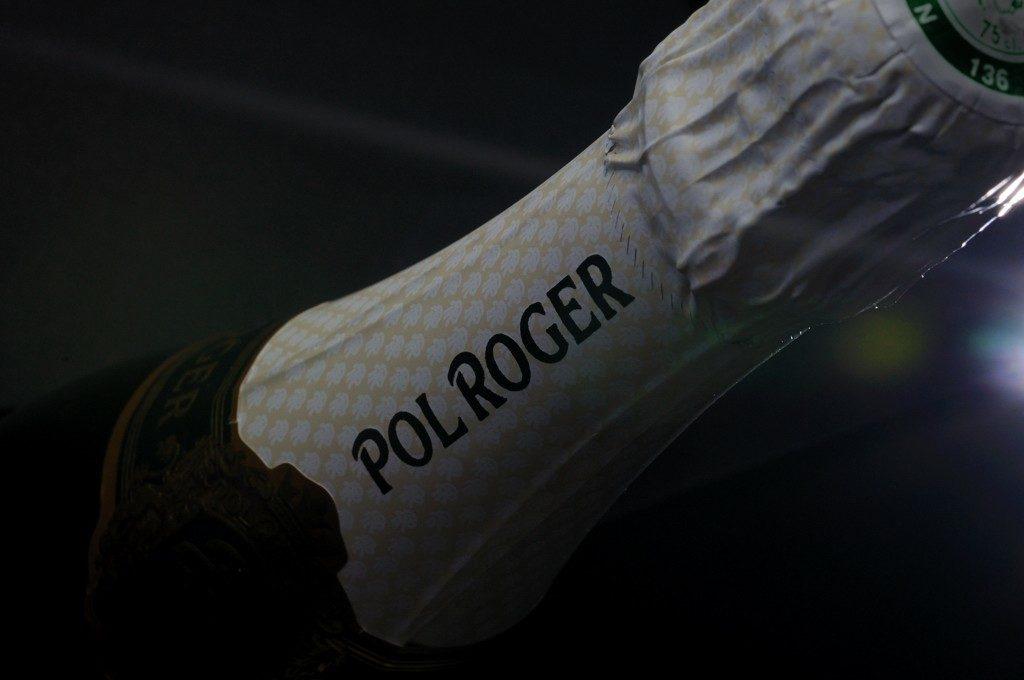 Photographie d'un détail de bouteille de champagne Pol Roger Portrait institutionnel d'un homme par Pierre Pointeau, photographe freelance